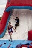O Wipeout 5K corre o curso de obstáculos - a gota Fotos de Stock Royalty Free