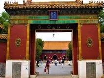 O Yonghe Temple na cidade do Pequim, China Budismo, historty tibetanos, tempo e entrada antiga foto de stock