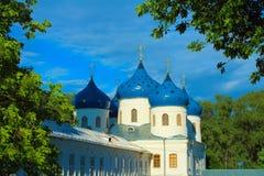 O Yuriev o St George Monastery Yurievo, Veliky Novgorod, Rússia imagens de stock