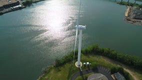 O zangão aéreo disparou de um gerador de vento da energia elétrica video estoque