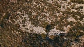 O zangão voa acima do deserto da montanha filme