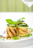 O Zucchini rola com queijo fotografia de stock