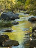 Oak Creek Sedona, Arizona i nedgång arkivbilder