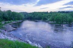 从Oakdale水坝的一条河 免版税库存图片