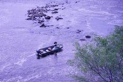 从Oakdale水坝的一条河 库存图片