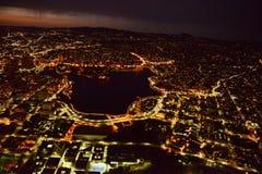 Oakland bij nacht stock afbeelding