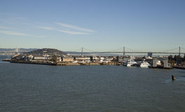 Oakland-Bucht-Brücke und San Francisco Stockbilder