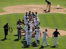 Oakland como comemoram uma vitória na extremidade de um jogo foto de stock