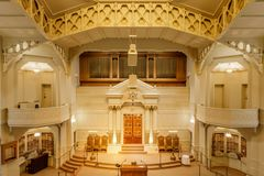 Oakland Kalifornia, Wrzesień, - 30, 2018: Wnętrze Świątynnej Synaj reformy Żydowska synagoga fotografia royalty free