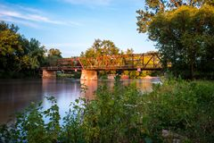 Oakland Mills Bridge, MT Prettig, Iowa stock foto's