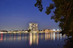 Oakland nachts Stockfotos