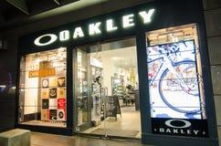 Oakley mody odzieży i sporta występu wyposażenia akcesoriów sklep detaliczny wizerunek pokazuje shopfront przy George ulicą obraz stock