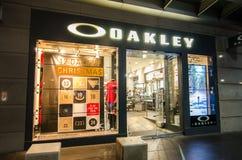 Oakley mody odzieży i sporta występu wyposażenia akcesoriów sklep detaliczny wizerunek pokazuje shopfront przy George ulicą zdjęcia stock