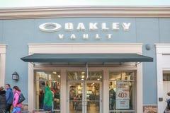 Oakley Vault Store en la ubicación del mercado de New Jersey foto de archivo