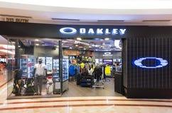 Oakleyopslag in de wandelgalerij van Suria KLCC, Kuala Lumpur Stock Fotografie