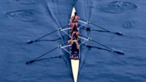 Oared het roeien vage boot van vier personen - stock videobeelden