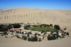 Oase van Huacachina in Atacama-woestijn, Peru stock fotografie