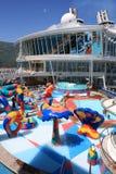 Oasi a bordo di zona di impatto dell'onda dei bambini dei mari Immagine Stock