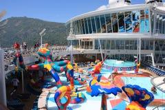 Oasi a bordo di zona di impatto dell'onda dei bambini dei mari Fotografia Stock Libera da Diritti