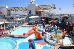 Oasis à bord de zone exposée aux projections de gosses des mers Images stock