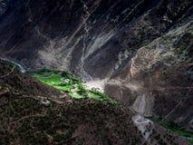 Oasis dans un River Valley sec image libre de droits