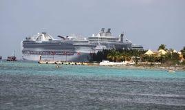Oasis del barco de cruceros de los mares Fotos de archivo