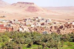 Oasis en el desierto en Marruecos Fotos de archivo