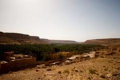 Oasis en las montañas Imagen de archivo libre de regalías