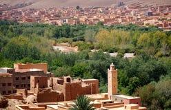 Oasisi typique de petit morceau de village de berber des montagnes d'atlas au Maroc Photo libre de droits