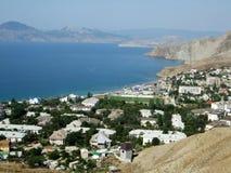 Oast деревни моря с холмами черное море Крым светя Стоковое фото RF