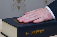 Oath on Holy Bible, hand Royalty Free Stock Photos