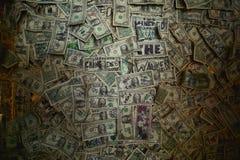 Oatman Arizona, USA, April 18, 2017: Dollar på väggen i en bar Royaltyfria Bilder