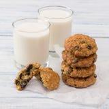 Oatmeal διατροφής μπισκότα με το γάλα Στοκ Εικόνα