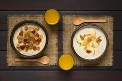 Oatmeal κουάκερ με τα φρούτα και τα ξύλα καρυδιάς Στοκ φωτογραφία με δικαίωμα ελεύθερης χρήσης