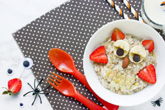 Oatmeal κουκουβαγιών για το πρόγευμα αποκριών Στοκ Εικόνες
