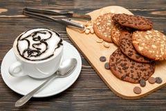 Oatmeal μπισκότα με τα καρύδια και τη σοκολάτα Στοκ Φωτογραφία