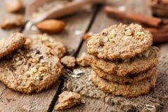 Oatmeal μπισκότα με τα καρύδια Στοκ φωτογραφίες με δικαίωμα ελεύθερης χρήσης