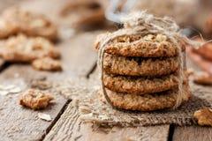 Oatmeal μπισκότα με τα καρύδια Στοκ Εικόνες