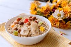 Oatmeal на белой предпосылке Стоковое Фото