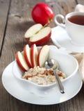 Oatmeal Apple-κανέλας Στοκ Εικόνα