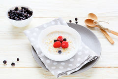 Oatmeal with blueberries, healthy breakfast Stock Photography