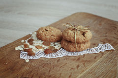 Oatmeal ciastka na drewnianej desce Obrazy Royalty Free