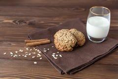 Oatmeal ciastka z mlekiem, zakończenie Fotografia Stock