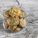 Oatmeal cookies with apples in a glass jar Royalty Free Stock Photos