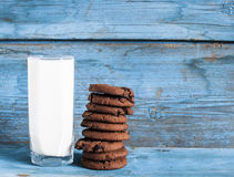 Oatmeal cookies and a glass of milk Royalty Free Stock Photography