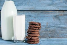 Oatmeal cookies and a glass of milk Royalty Free Stock Photos