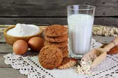 Oatmeal cookies and ingredients for its preparation Stock Images