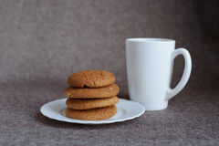 Oatmeal cookies and tea Royalty Free Stock Photography