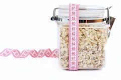 Oatmeal no vidro com medida de fita Foto de Stock