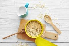 Oatmeal Nutritious para o pequeno almoço imagem de stock royalty free